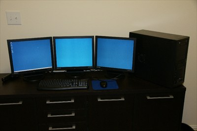 Pentium 4 2.6 HT work station with Tripple displays